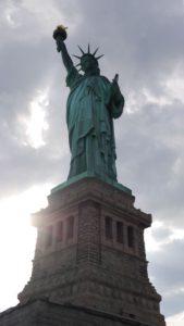 Subestimei a Estátua. Ela realmente é bem imponente. É obrigatório fazer uma visita a ela.